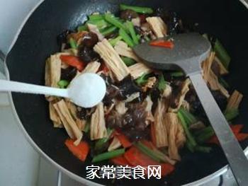 芹菜木耳炒腐竹的做法步骤:13