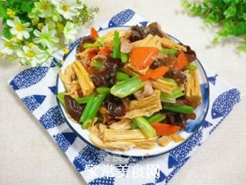 芹菜木耳炒腐竹的做法步骤:15