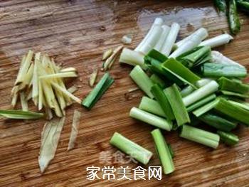 【川菜】香干回锅肉的做法步骤:5