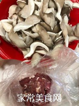 素炒平菇肉片的家常做法