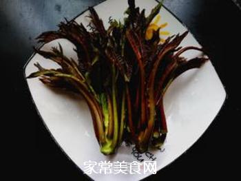 春天的味道:拌香椿芽的做法步骤:2