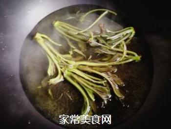 春天的味道:拌香椿芽的做法步骤:4