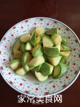 清脆角瓜(西葫芦)的做法步骤:4