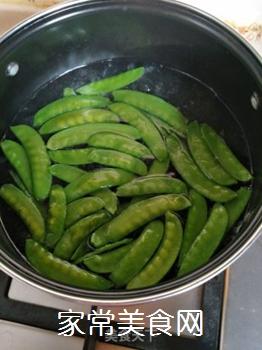 荷兰豆炒山药的做法步骤:2