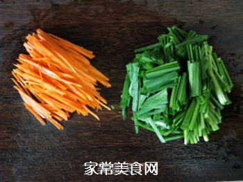 韭菜炒蛋的做法步骤:1