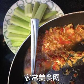 剁椒蒜蓉蒸丝瓜的做法步骤:5