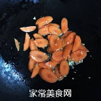 西兰花炒胡萝卜的做法步骤:4