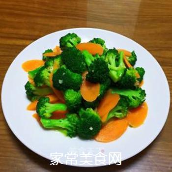 西兰花炒胡萝卜的做法步骤:9