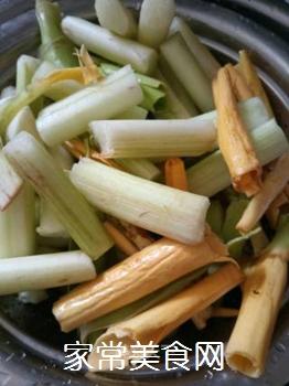 清炒芋头花的做法步骤:3