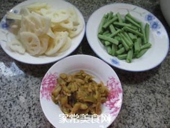 榨菜丝梅豆炒莲藕的家常做法