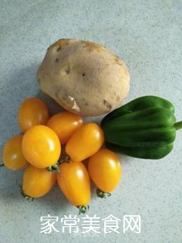 黄柿子炒土豆片的家常做