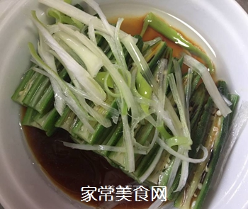 捞汁秋葵的做法