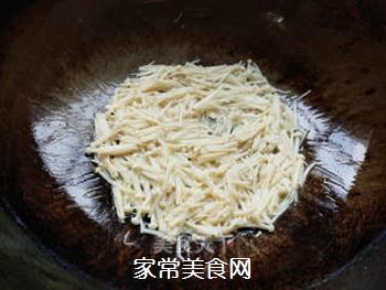 金针菇炒鸡蛋的做法步骤:3