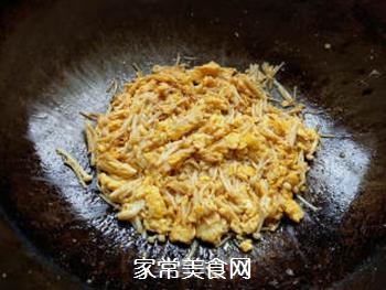 金针菇炒鸡蛋的做法步骤:5