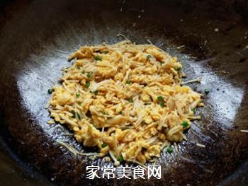 金针菇炒鸡蛋的做法步骤:6