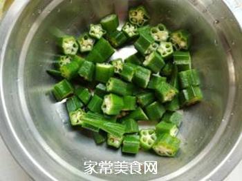 秋葵培根金针菇的做法步骤:2