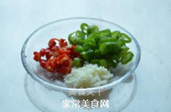 炝拌金针菇的做法步骤:2
