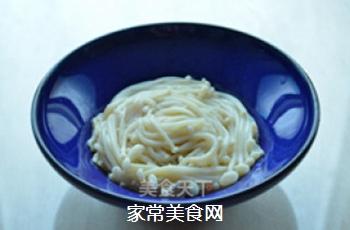 炝拌金针菇的做法步骤:4