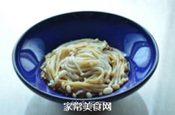 炝拌金针菇的做法步骤:5