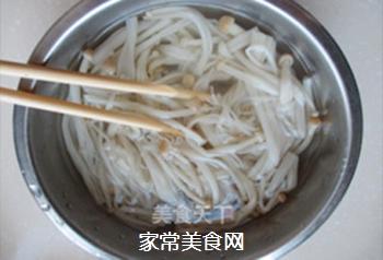 葱油金针菇的做法步骤:2