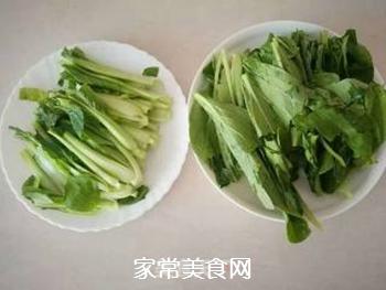 金针菇炒青菜的做法步骤:2