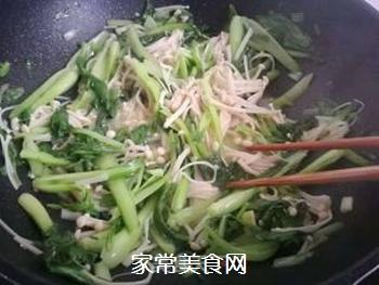 金针菇炒青菜的做法步骤:5
