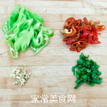 孜然香辣金针菇的做法步骤:4