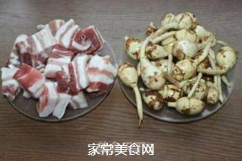 #御寒美食#茨菇烧五花肉的做法步骤:1
