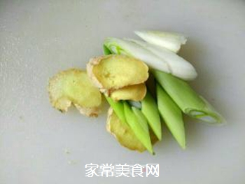 白菜五花肉炖粉丝的做法步骤:3