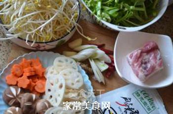 五花肉麻辣香锅的做法步骤:1