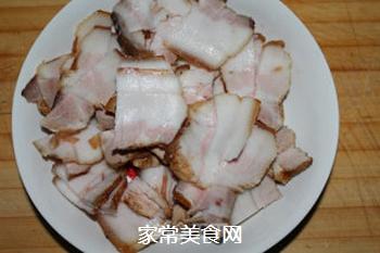青椒回锅肉的做法步骤:2