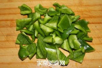 青椒回锅肉的做法步骤:3