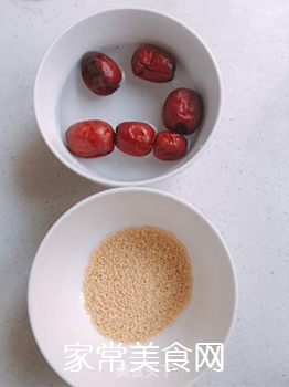 小米红枣糊的做法步骤:1