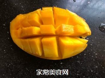 芒果酸奶奶昔的做法步骤:2
