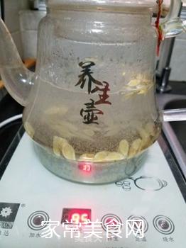 黄芪枸杞养生茶的做法步骤:2