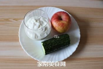 苹果黄瓜酸奶汁的做法步骤:1