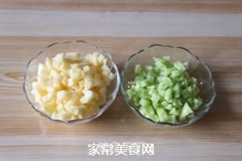 苹果黄瓜酸奶汁的做法步骤:2
