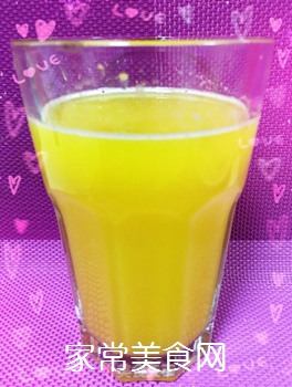原汁机鲜榨菠萝汁的做法步骤:3