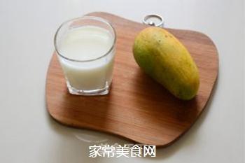 芒果奶昔的做法步骤:1