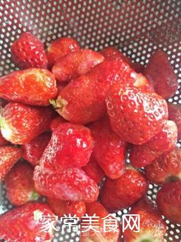 草莓奶昔的做法步骤:2