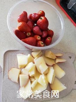 草莓苹果汁的做法步骤:1