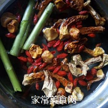 芦笋姬松茸液的做法步骤:6