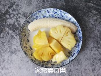 香蕉菠萝风味乳的做法步骤:1