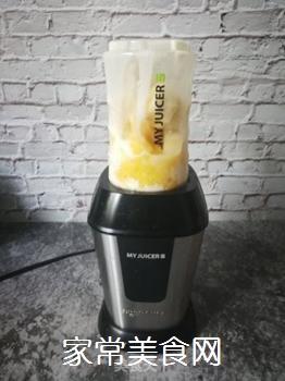 香蕉菠萝风味乳的做法步骤:7