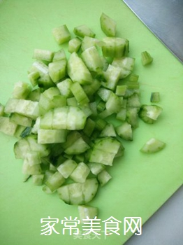 菠萝黄瓜汁的做法步骤:1