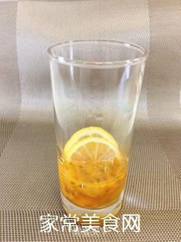 百香果柠檬蜂蜜冰饮的做法步骤:3