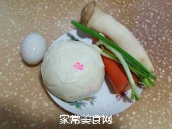 鸡蛋炒馒头的做法步骤:1