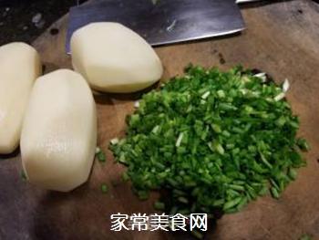 土豆鸡蛋饼的做法步骤:1