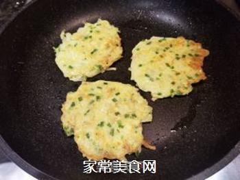土豆鸡蛋饼的做法步骤:7