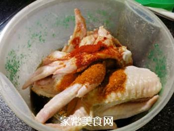 新奥尔良味炸鸡翅的做法步骤:4